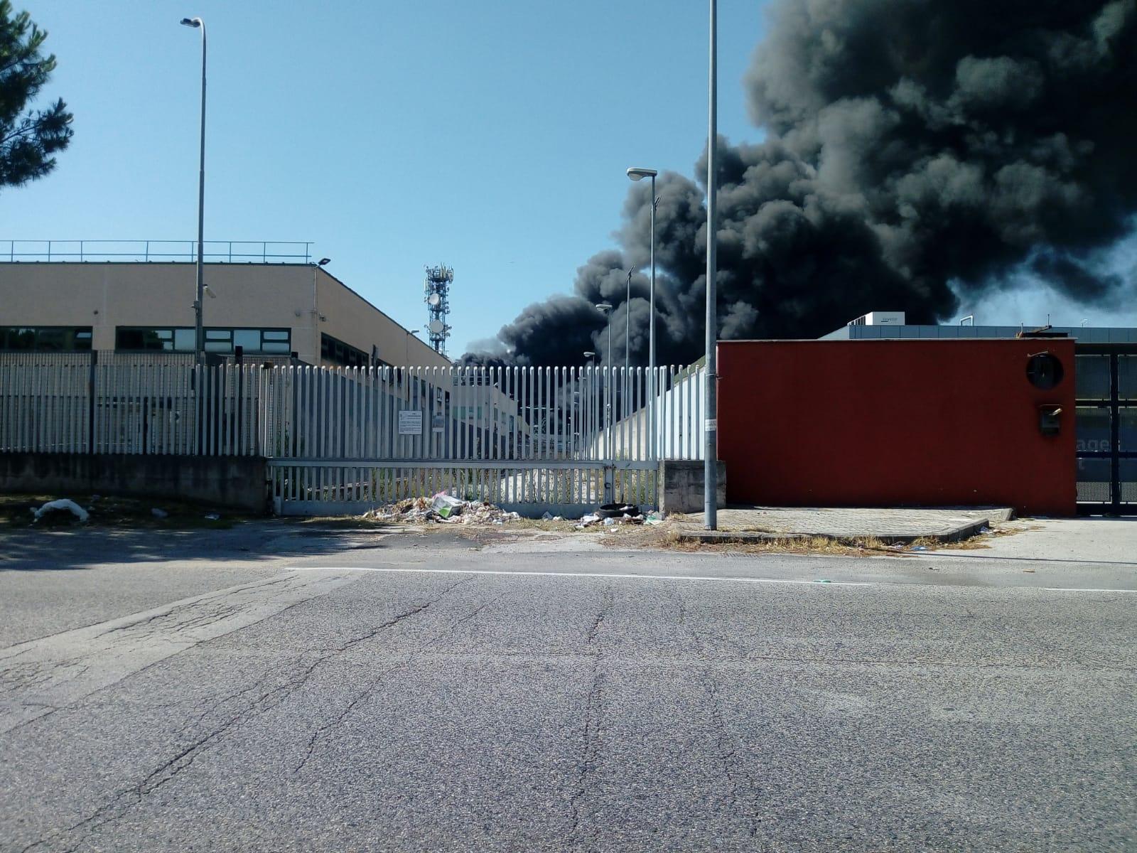 """Maxi incendio a San Vitaliano U.Di.Con.: """"Serve ogni tipo di attenzione"""""""